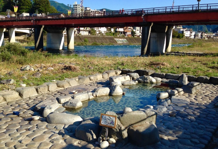 Gero Onsen – Feeling Adventurous? Go For A Soak in Funsenchi Rotenburo