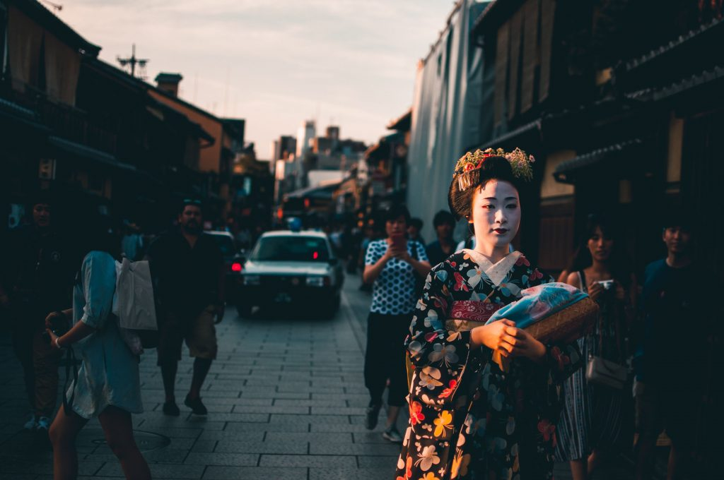 People shooting a maiko in the street