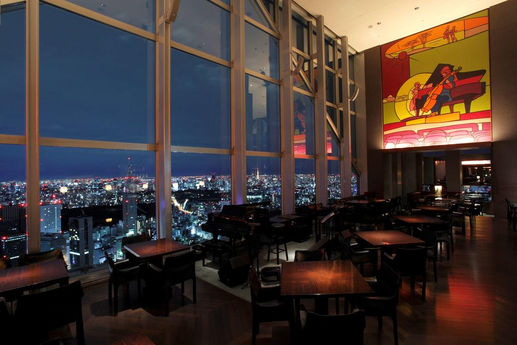 Best Rooftop Bars In Tokyo - New York Bar 1